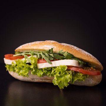 Afbeeldingen van Panino mozzarella tomaat
