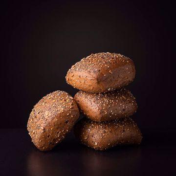 Afbeeldingen van 4 meergranen broodjes