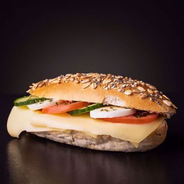 Afbeeldingen van Belegd broodje gezond kaas
