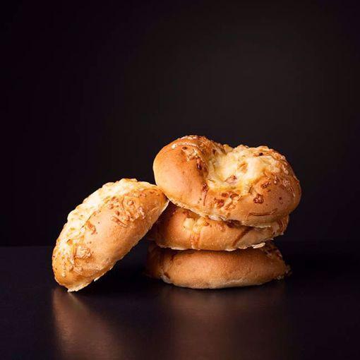 Afbeelding van 4 Kaas ui broodjes